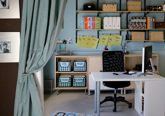 orgainized office space